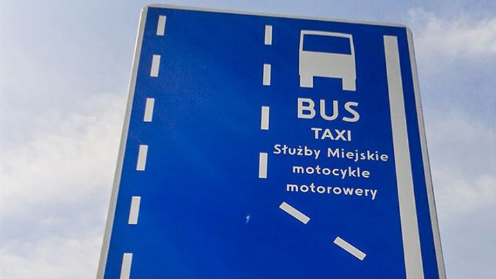 motocyklem po buspasach